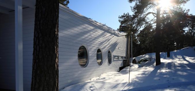 Минималистичный деревянный дом в лесах Финляндии