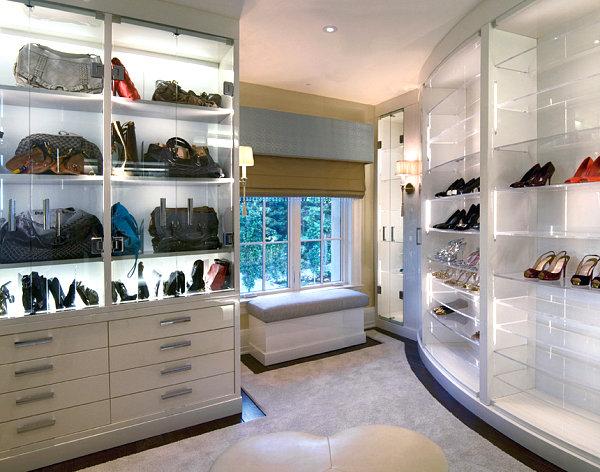 Стеклянные полки в гардеробной