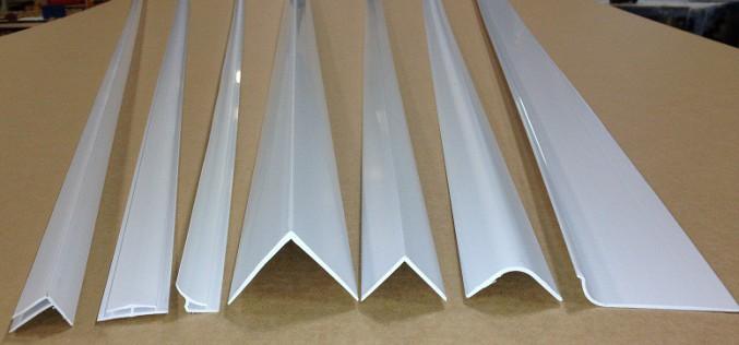 Как пластиковый уголок может помочь скрыть стыки и облагородить внешний вид?