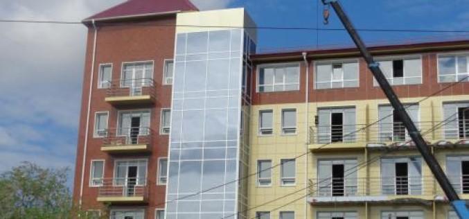 Окнами Декёнинк остеклили здание гостиницы в Хабаровске