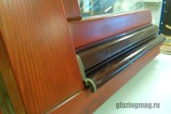 Стоит ли сегодня остеклять балкон деревянными рамами?