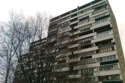 Как можно остеклить балкон в доме И-209а