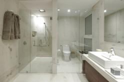 Душевая перегородка из стекла — невесомость в ванной комнате