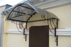Козырьки из поликарбоната — защита входной группы от непогоды