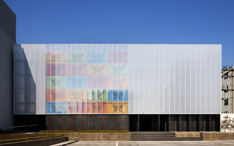 polycarbonate-facade