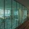 Замена стенам — какое выбрать стекло для перегородок?