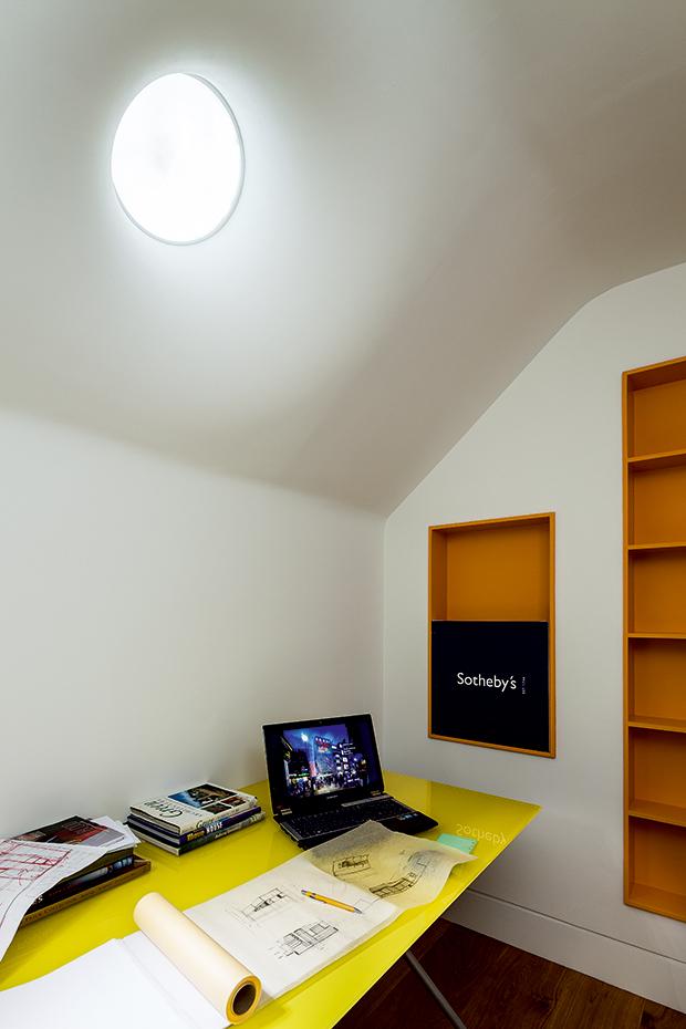 Световой люк в комнате