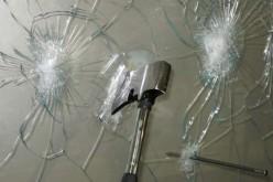 Такое прочное стекло невозможно разбить кулаком!