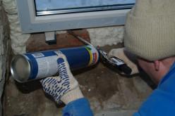 Как правильно запенить пластиковое окно